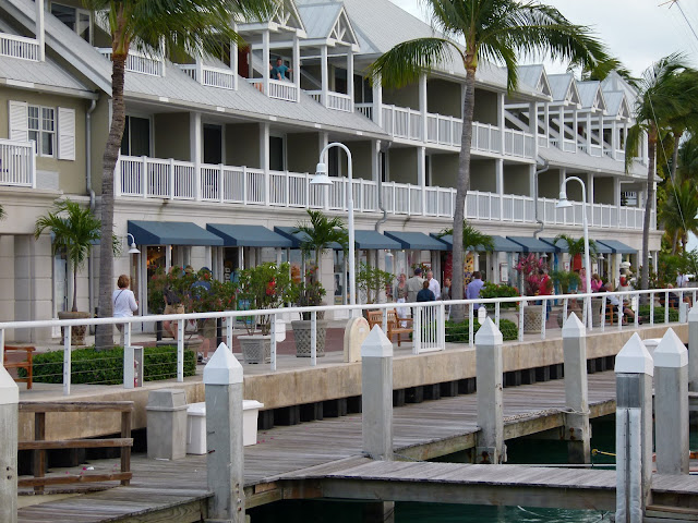 Key west vacation and visit guide key west hotels for Balcony sunbathing