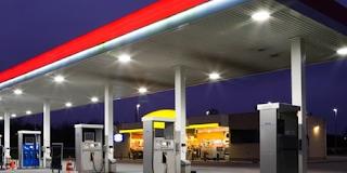 Κρατηθείτε για να μην πέσετε κάτω! Δείτε πόσο κοστίζει το λίτρο η βενζίνη σε εκατόν ογδόντα ένα κράτη!