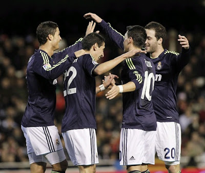 Real Madrid players celebrate a Di Maria's goal against Valencia