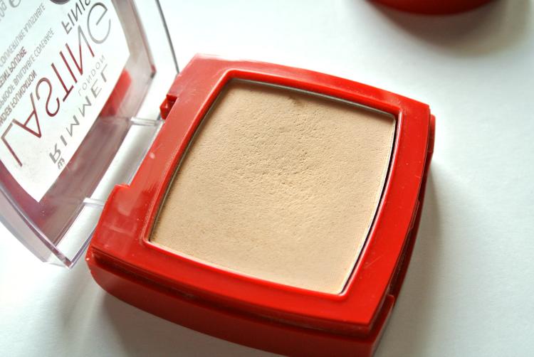 RIMMEL Lasting Finish powder concealer pudrijerica