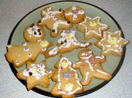Zandkoekjes maken en versieren met suikerglazuur en snoepjes