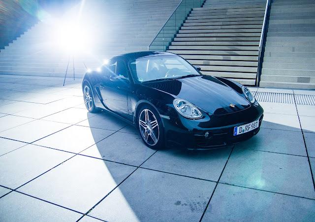 Autofotografie von Porsche im Medienhafen Düsseldorf - Auftragsshooting