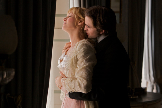 Bel Ami, photo du film avec Robert Pattinson et Uma Thurman