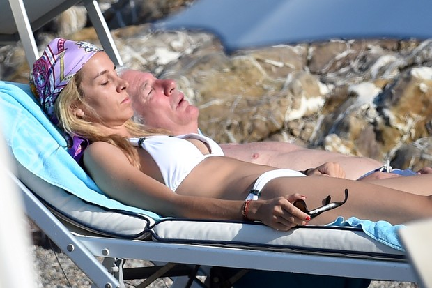 In the images, the actor Richard Gere , of 65 years, appears all romantic alongside Alejandra Silva.