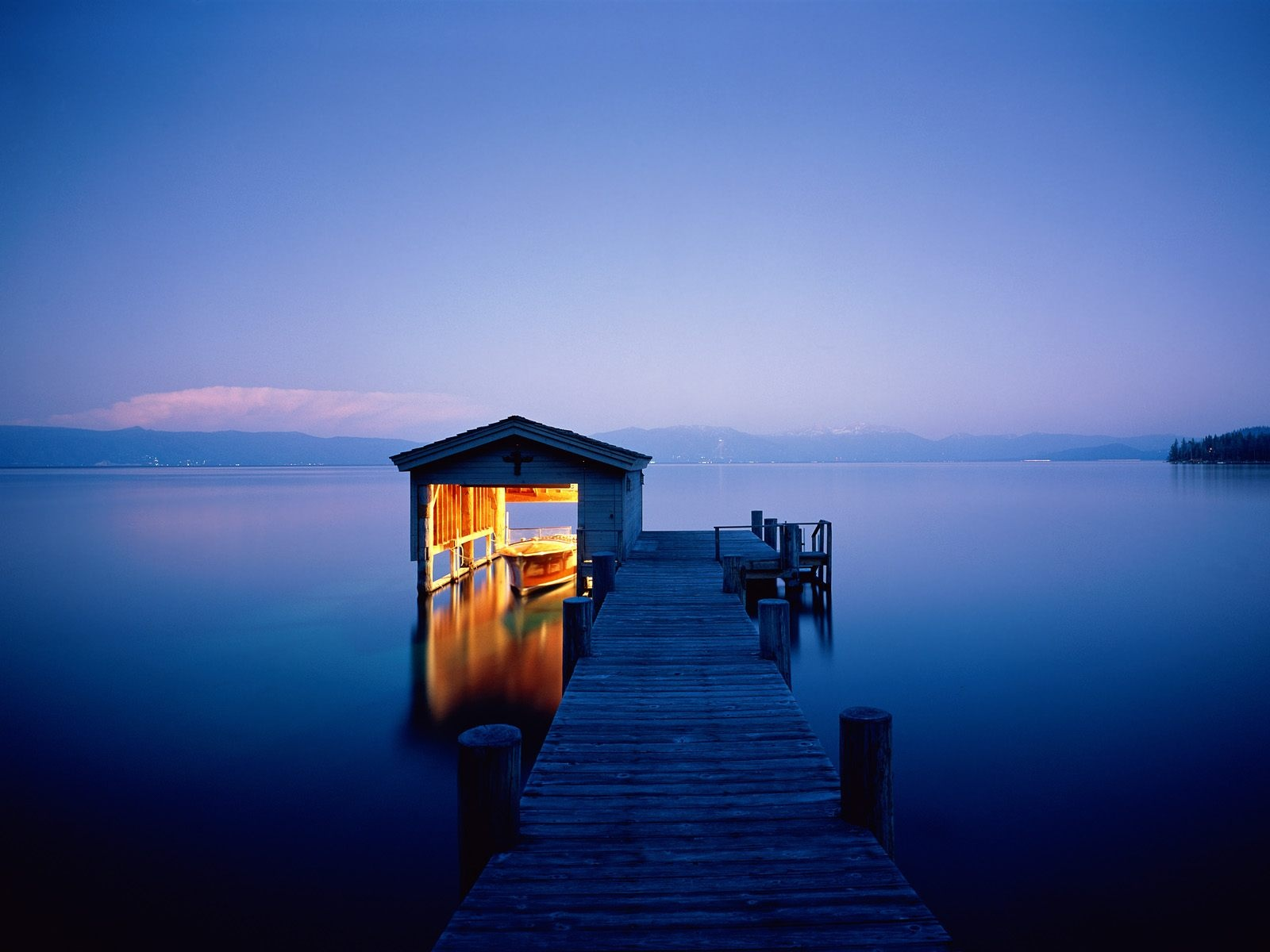 http://2.bp.blogspot.com/-BCWmKCjmvZo/TtT2Z1BYIoI/AAAAAAAAERk/SZrvjavR2Jc/s1600/quiet-getaway-lake-tahoe-nevada------1600x1200.jpg