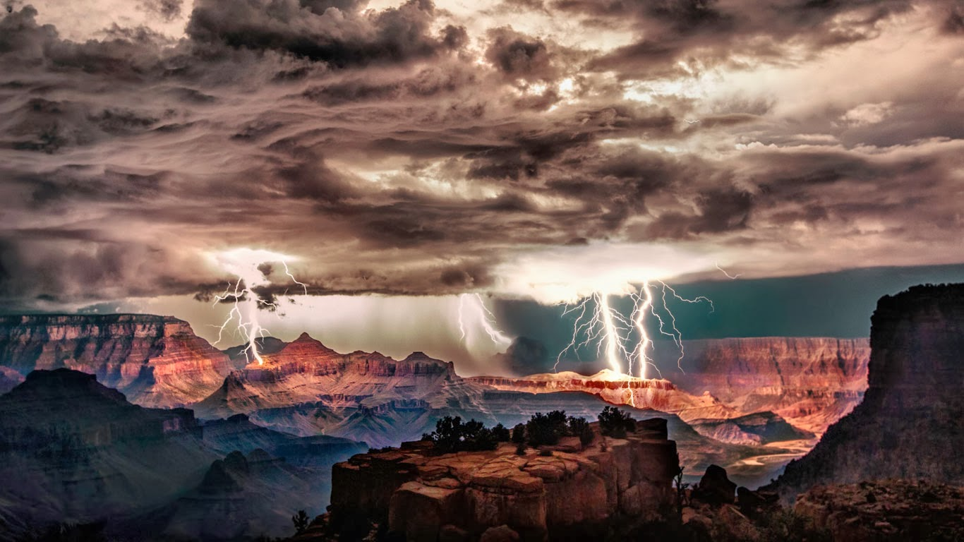 Lightning storm over Grand Canyon National Park, Arizona (© Scott Stulberg/Corbis) 329