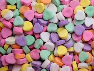 caramelos de corazones de colores