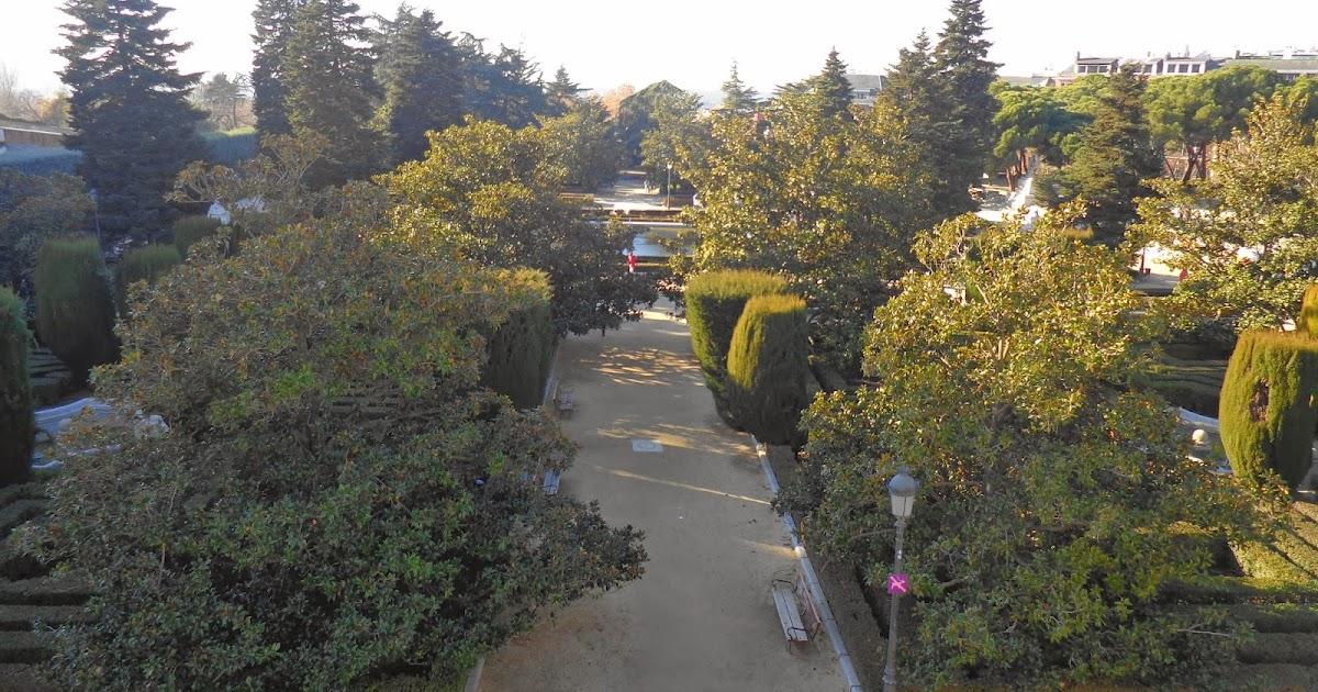 Viajar cueste lo que cueste jardines de sabatini madrid for Jardines que visitar en madrid