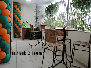mesa bistro, banquetas palha, balões verde laranja, festa infantil, decoração, vela