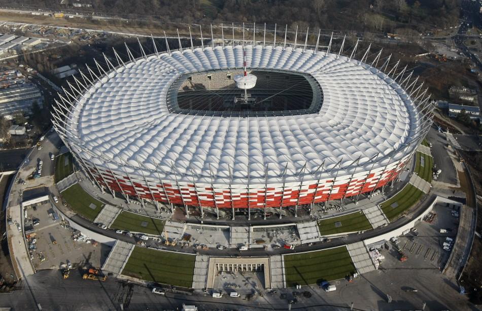На стадионе в Варшаве смоделировали войну против России