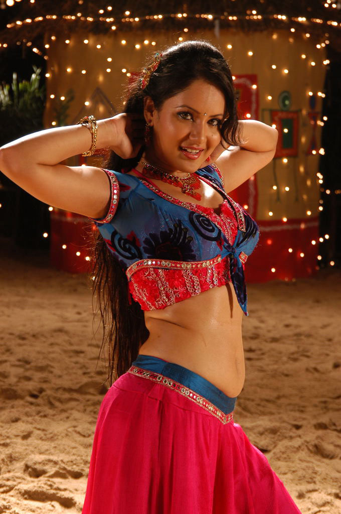 Actress Pooja Bose Spicy Dance Photos