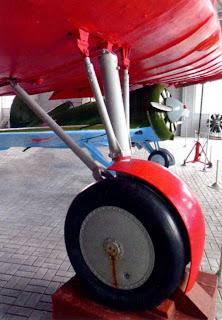 Основная стойка шасси с обтекателем колес АНТ 25