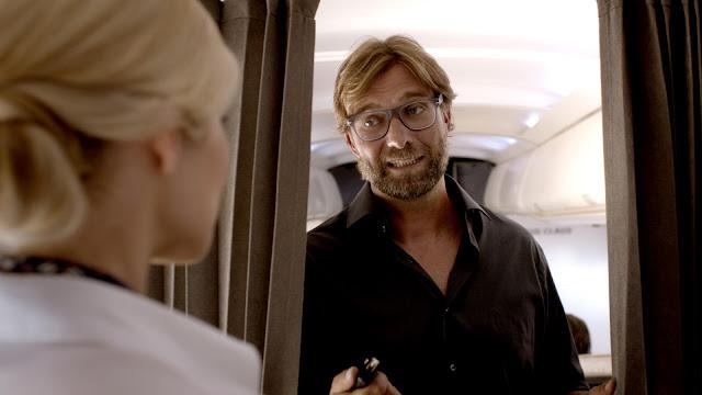 bombastic airlines - Jürgen Klopp fliegt mit Stewardess