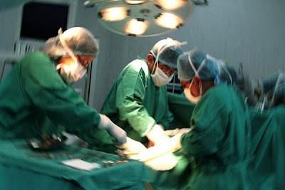 Se despierta mientras lo operaban de un pulmón