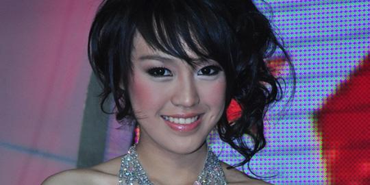 Biodata Vania Larissa Miss Indonesia 2013