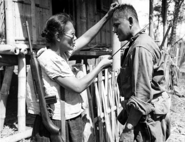 52 photos of women who changed history forever - Filipino guerilla, Captain Nieves Fernandez, shows a US soldier how she killed Japanese soldiers during the occupation. [1944]