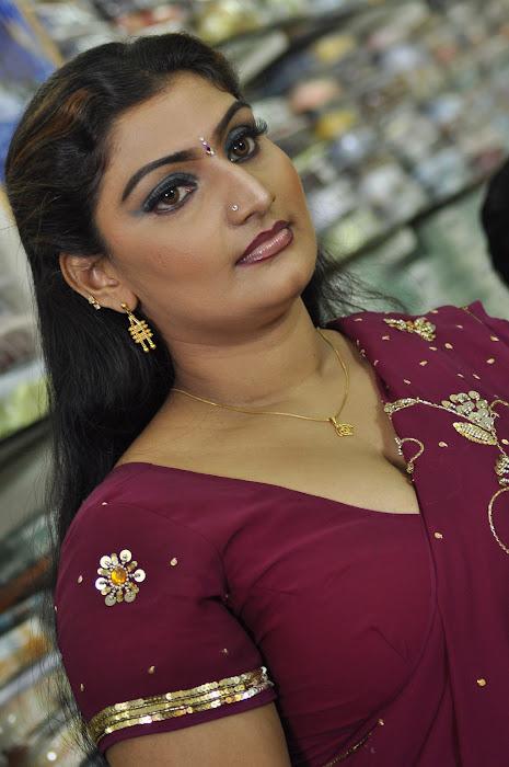 babilona in saree actress pics
