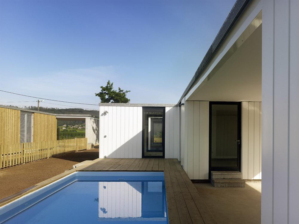 Galicia cool magazine casas modulares en bertamirans for Casas modulares galicia