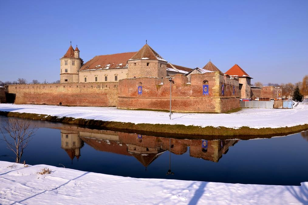 Fagaras Fortress; Southern wall with Red Tower and the Tower Thomory