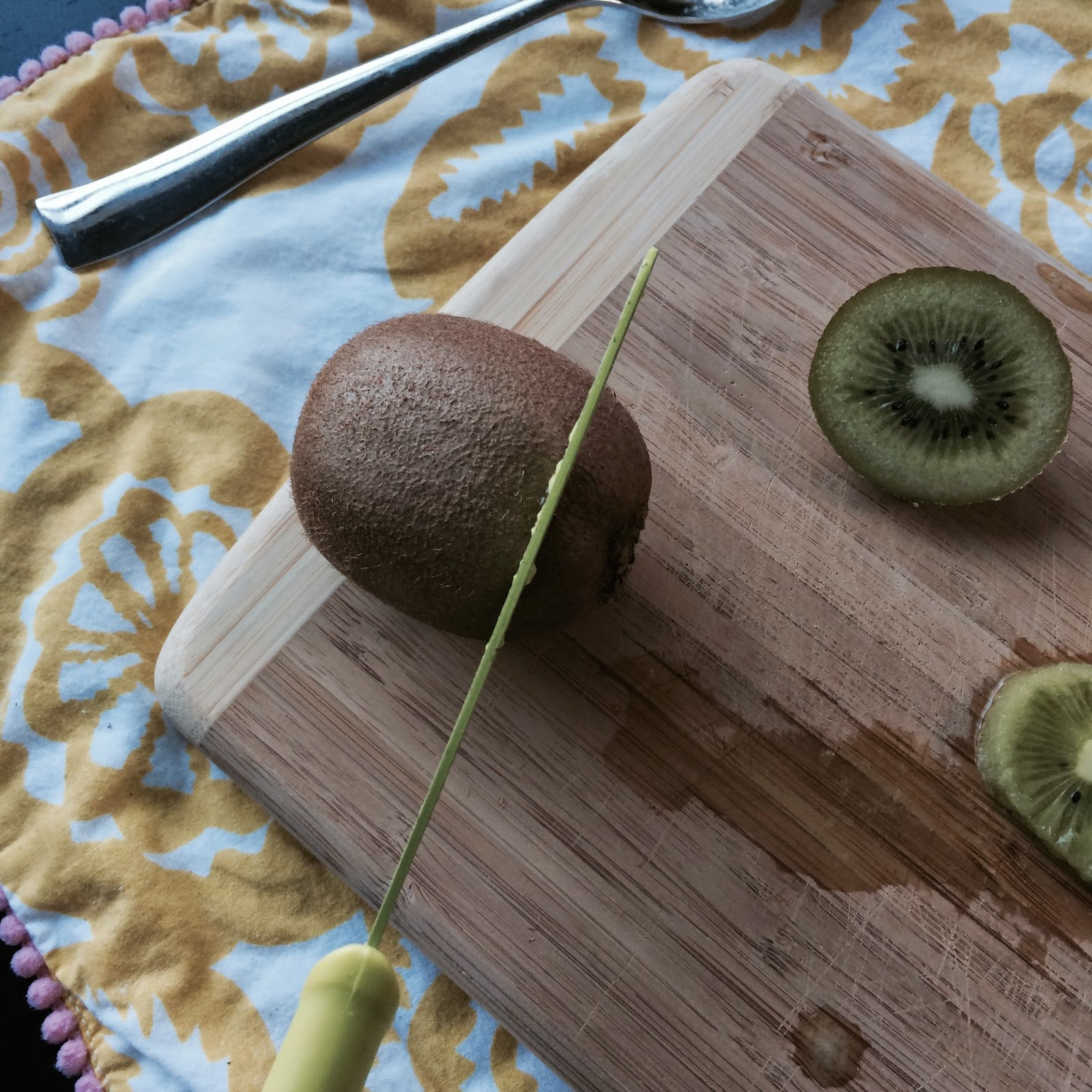 How to cut a perfect kiwi! The Graffitied Gardenia blog