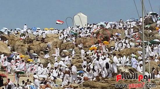 علم مصر يرفرف أعلى جبل الرحمة بعرفات
