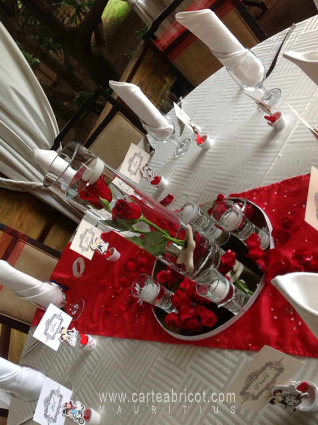 Decoration mariage table rouge et blanc for La table du 6 laille
