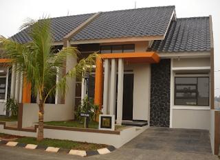Bagian terpenting selanjutnya adalah mengenai tiang teras. Tiang teras berbentuk persegi sudah umum  untuk type desain rumah minimalis, karena model seperti ini adalah yang paling simpel dan cocok