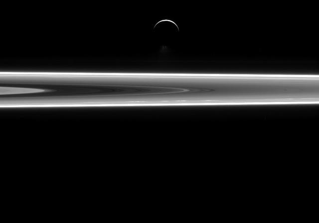 Anillos de Saturno y Encelado