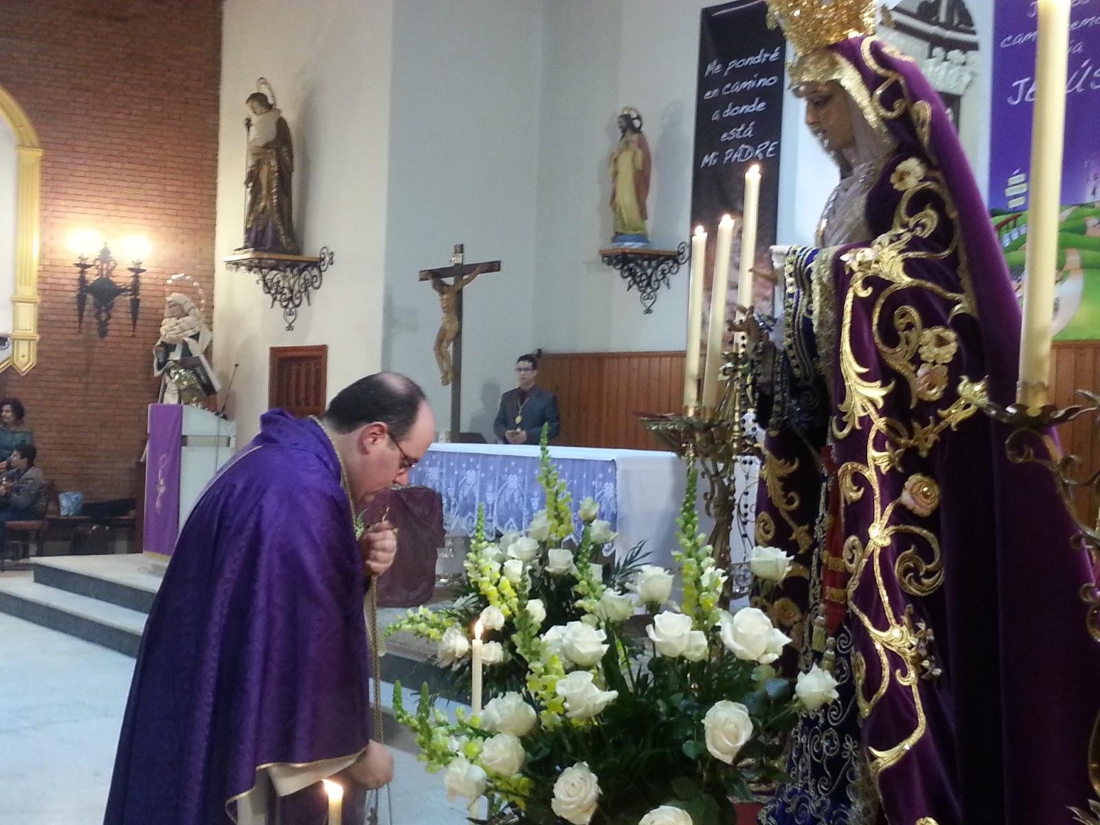 fiesta Virgen besando