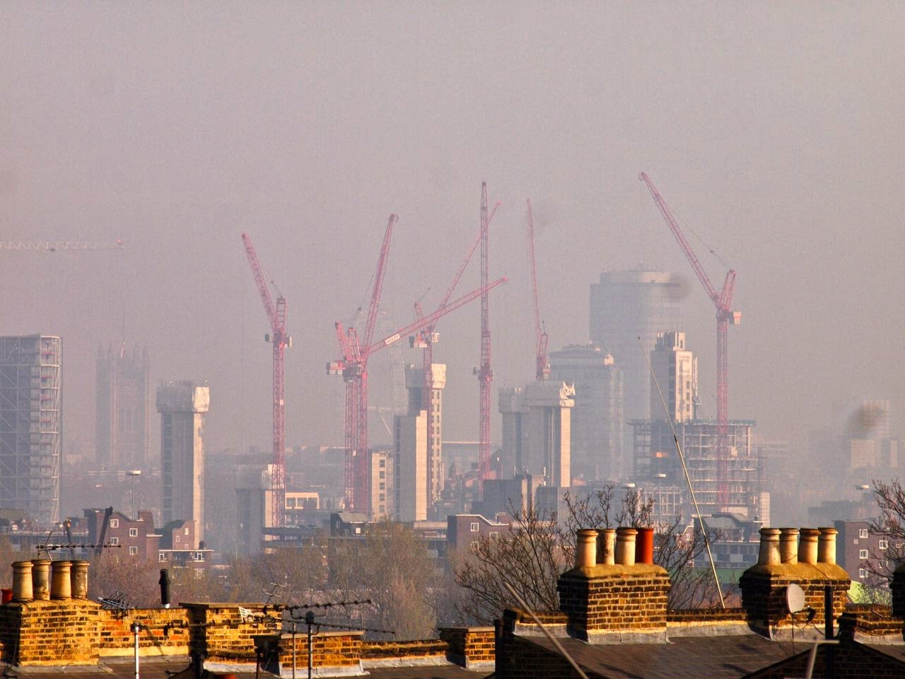 Nine Elms - for now, it is just the cranes and the core lifts hafts. But soon it will be nothing but shiny glass blocks - and our lovely view over the cities of London, ruined for ever. Bastards!!!