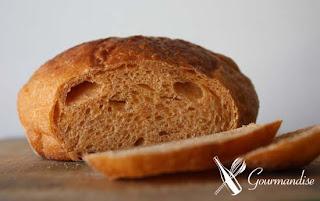 gourmandise pão rústico tomate