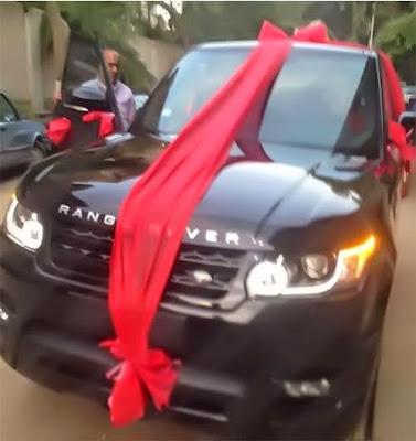 سيارة هدية للزعيم عادل إمام بمناسبة عيد ميلاده