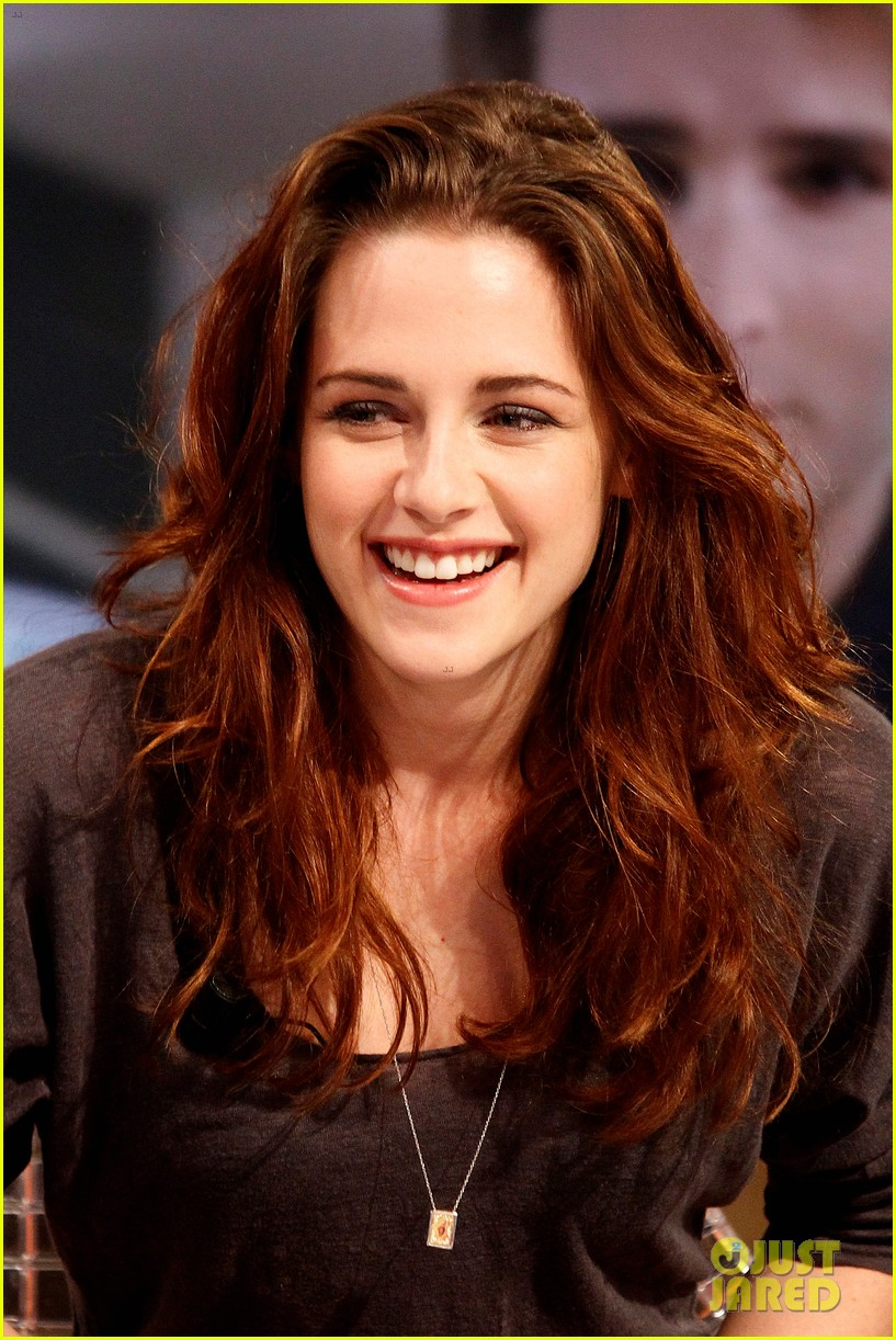 Free Wallpapers Gallery: USA Actress Kristen Stewart Cute Photos Kristen Stewart