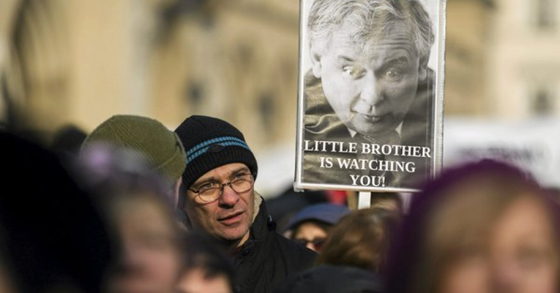 """People demonstrate during an anti-government rally in Krakow, Poland January 23, 2016. Thousands of Poles marched through Warsaw on Saturday to protest against their new conservative government's plan to increase its surveillance powers, which critics say will undermine privacy rights. Banner shows Law and Justice leader Jaroslaw Kaczynski and reads """"Little brother is watching you!"""" (Photo: Lukasz Krajewski/Agencja Gazeta/Reuters)"""
