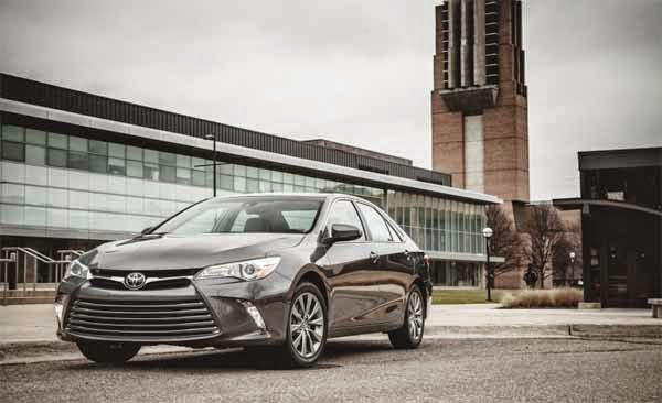 2015 Toyota Camry Hybrid XLE 2.5L Test Drive