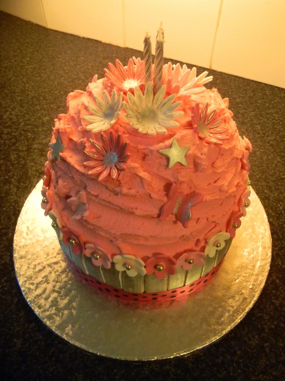 Birthday Cake Pics With Name Ali : Ali s Cakes: Giant Cupcake Birthday Cake