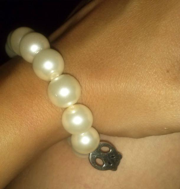 pulseras-perlas-y-calavera