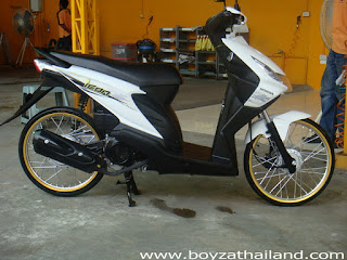 Modif Honda Beat Putih Ring 17 golt warna pelek emas tdr