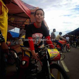 Foto Cantik Sabrina Sameh Dengan Motor Drag