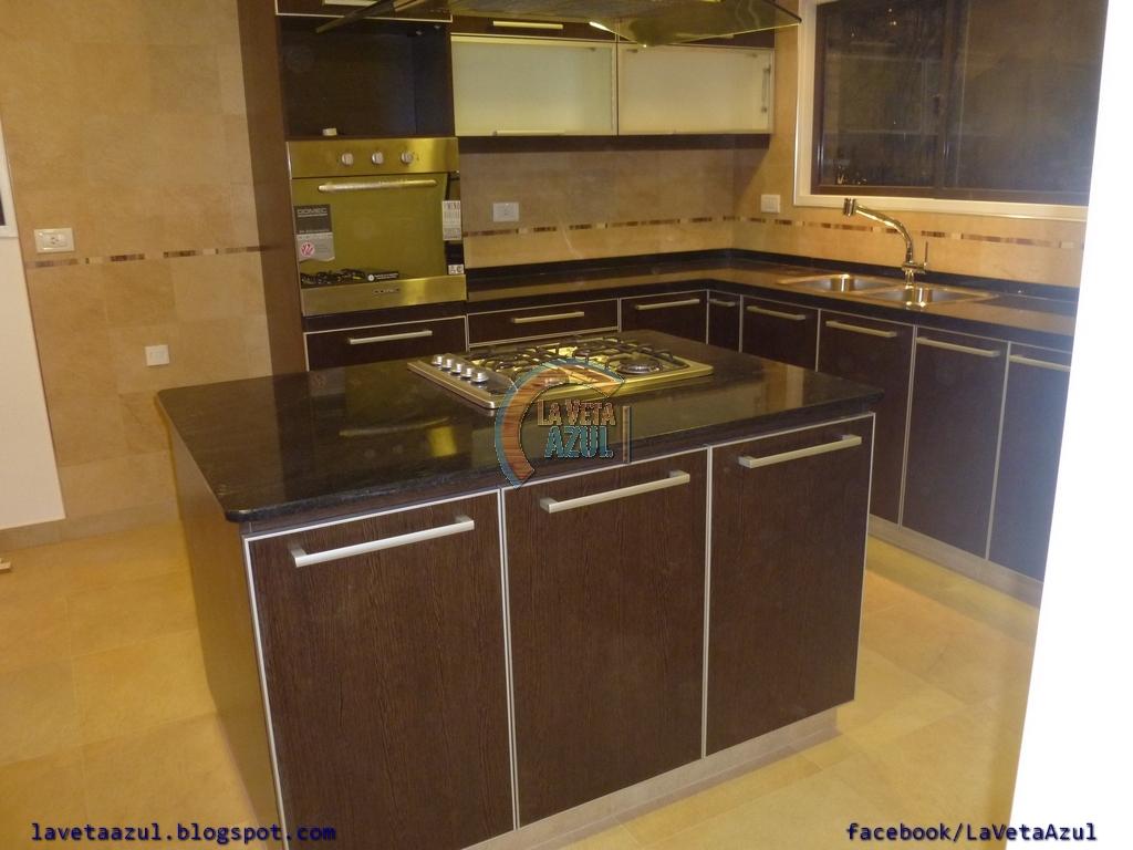 La veta azul mueble cocina en melamina wengue con cantos - Muebles de cocina con isla central ...