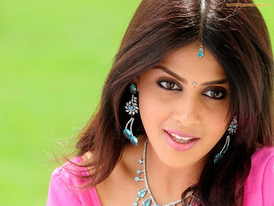 Hot Genelia looking hot and fine