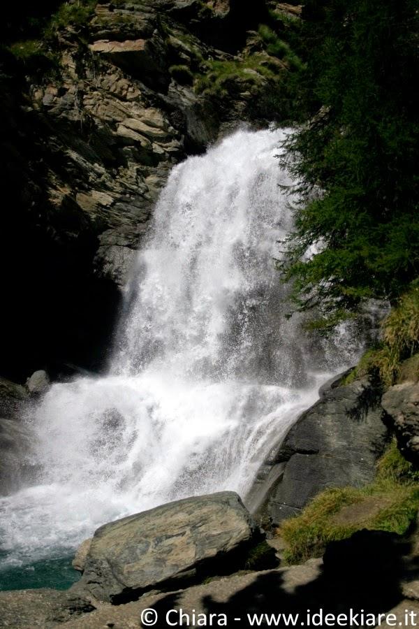 Sentiero adatto ai bambini per raggiungere le cascate di Lillaz