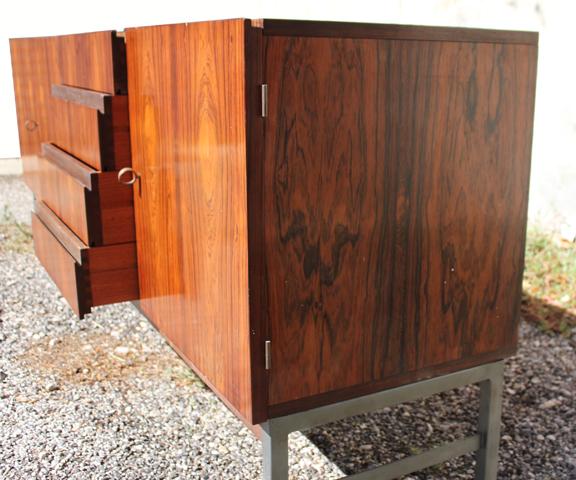 chicbaazar objets vintage 50 60 70 enfilade palissandre moderniste ann e 60. Black Bedroom Furniture Sets. Home Design Ideas