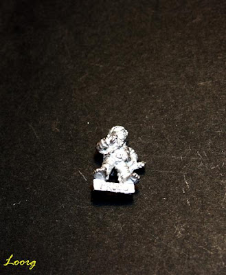 Frodo Bolson con el anillo único alrededor del cuello