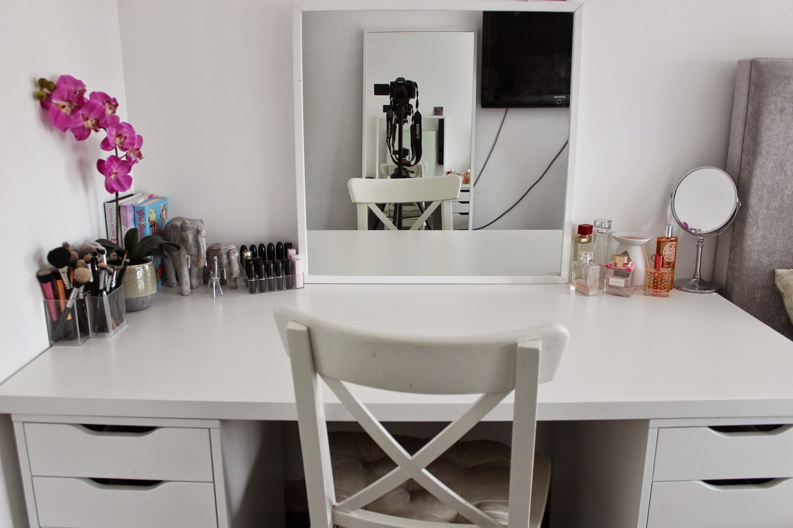 e h my makeup desk storage and organisation. Black Bedroom Furniture Sets. Home Design Ideas