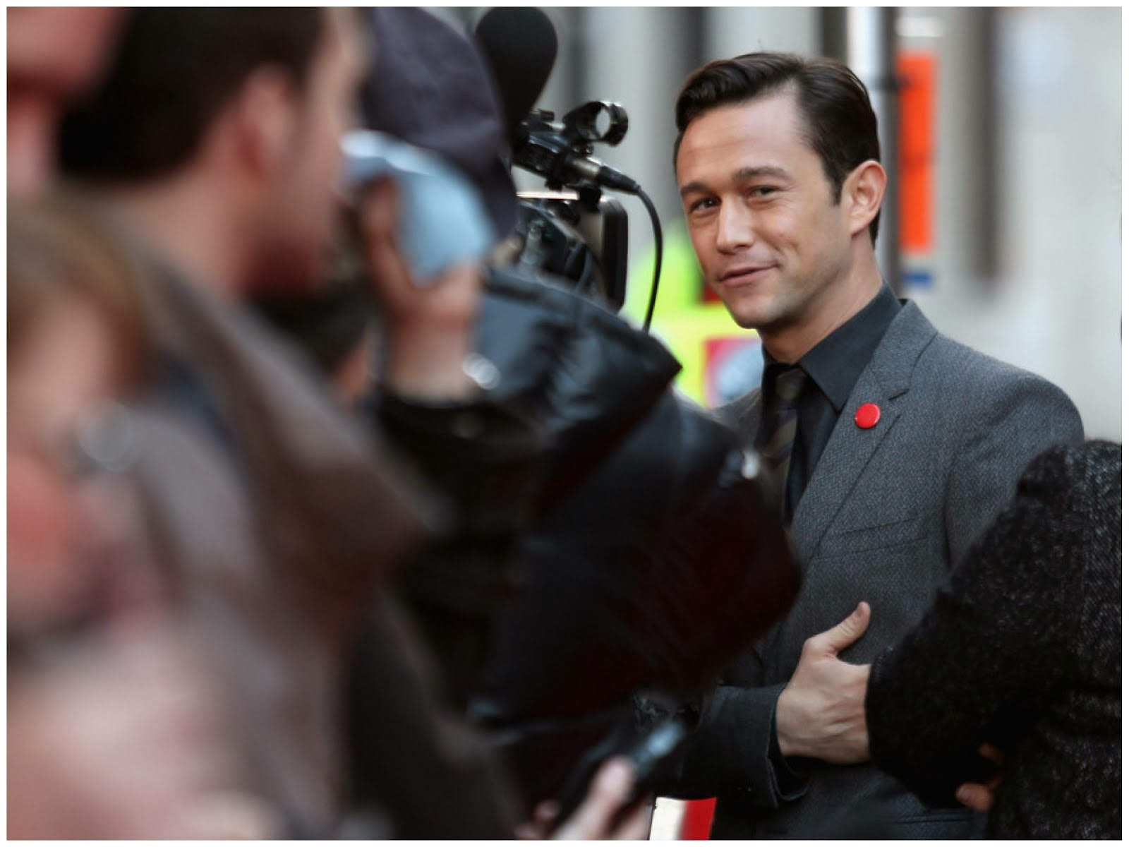 00O00 Menswear Blog: Joseph Gordon Levitt in Burberry Tailoring - 'Don Jon' screening, 57th BFI London Film Festival October 2013