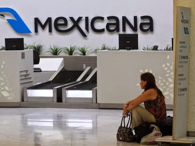 Sobrecargos de Méxicana de Aviación en Aeroméxico