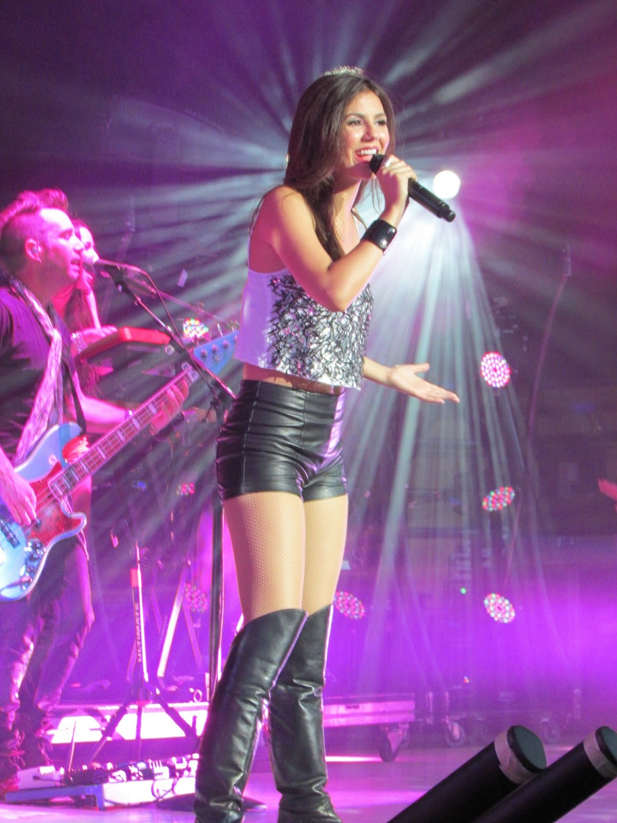 singer Victoria Justice wearing a pair of tight black leather shortsVictoria Justice Leather Pants
