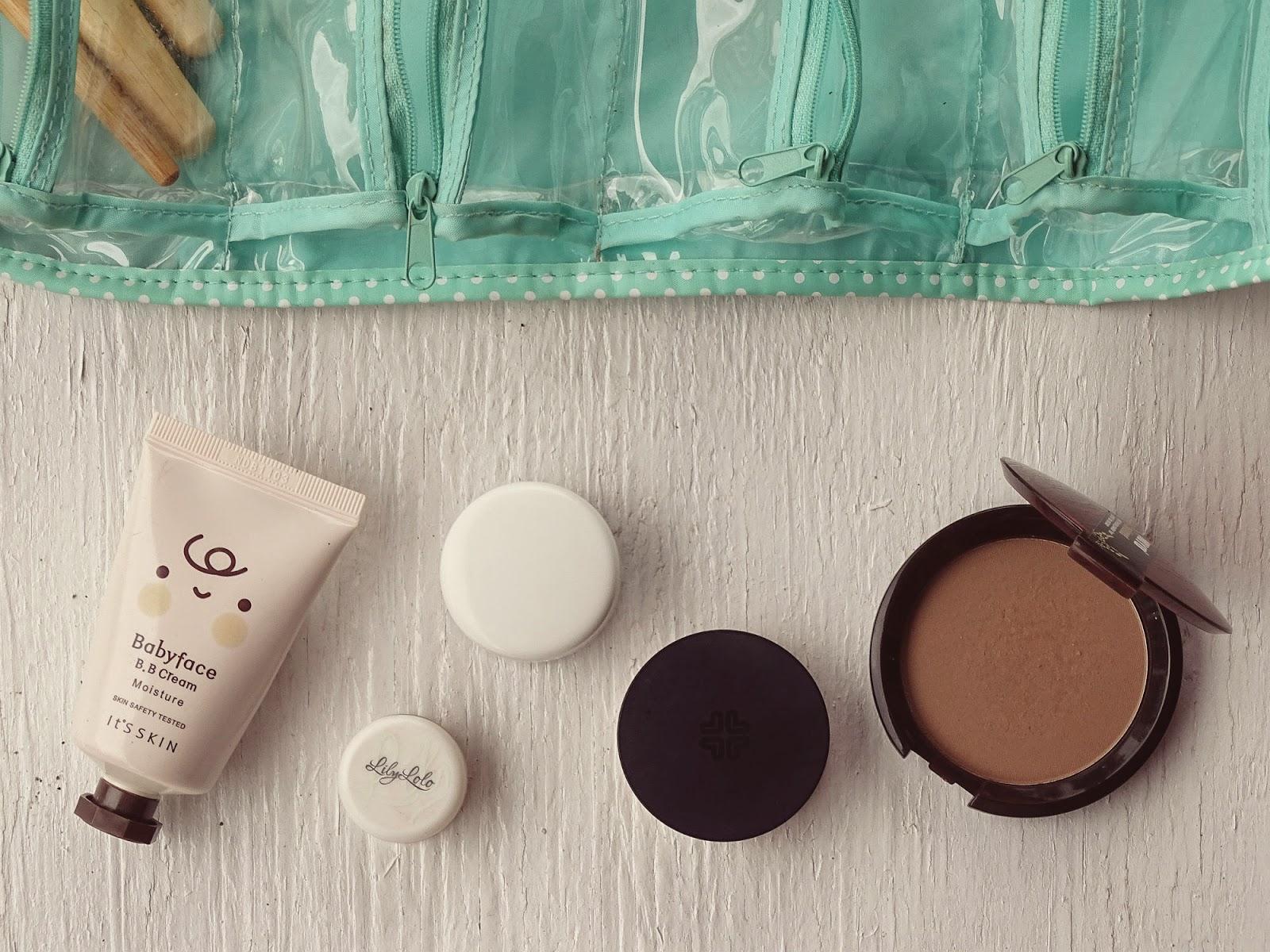 jak spakować się na wyjazd kosmetyki