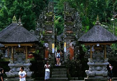 Candi Pura Tirta Empul Tampak siring Bali